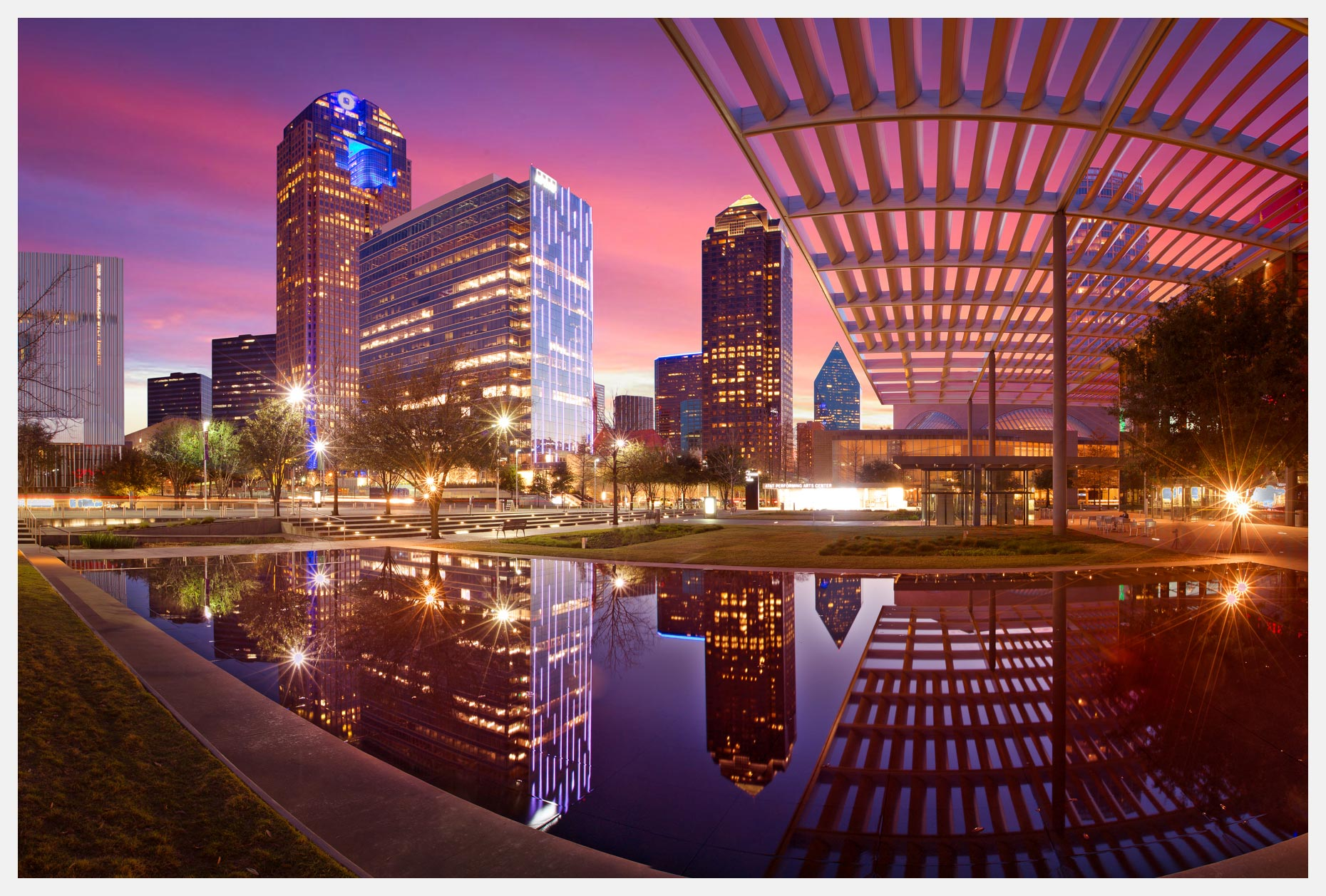 Dallas-Arts-District-at-Sunset-with-Reflection