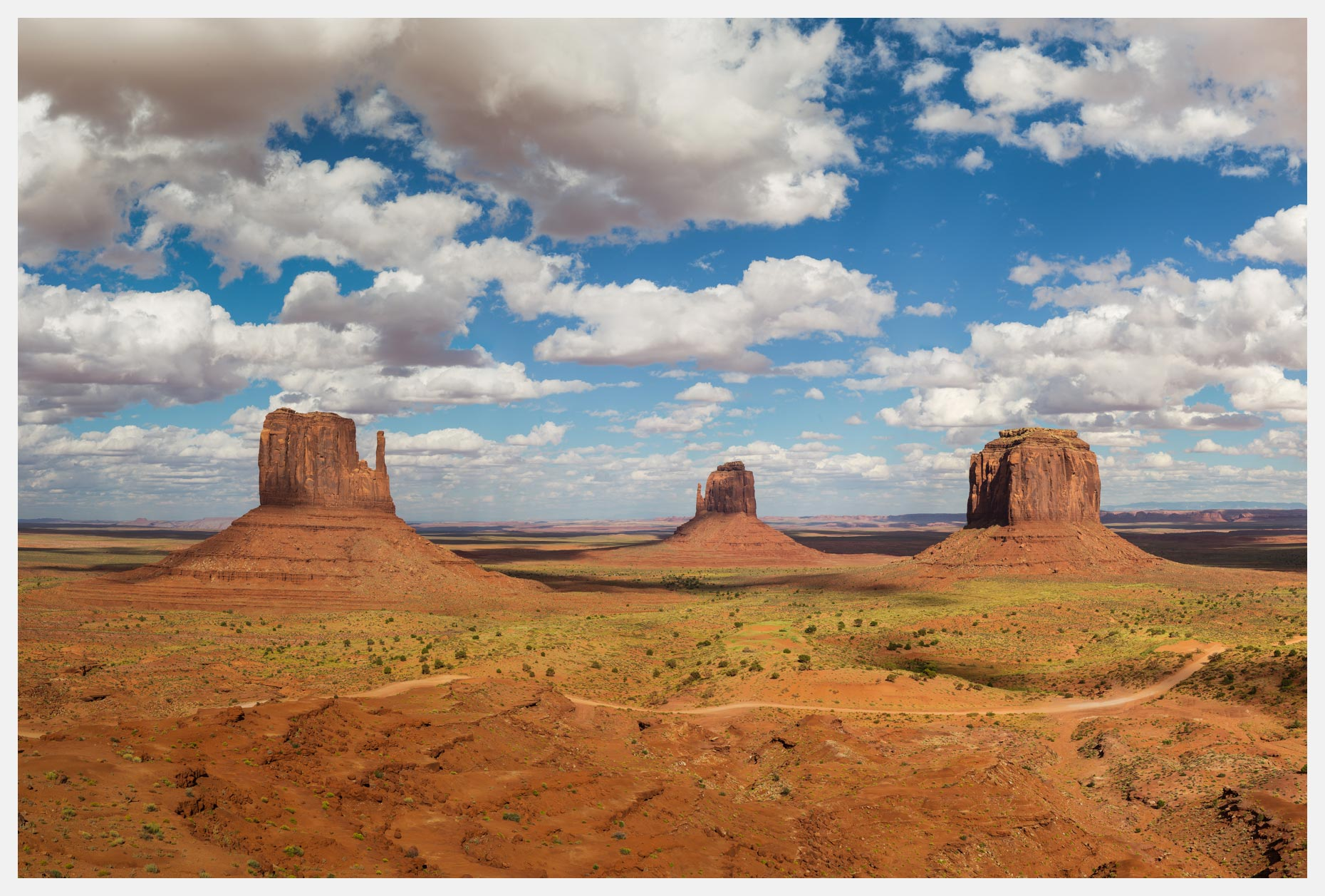 Monument-Valley-Mittens-with-Cumulus-Clouds
